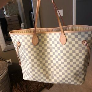 LV extra large tote comes with dustbag